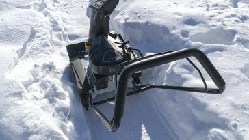 How to use starter fluid on snowblower