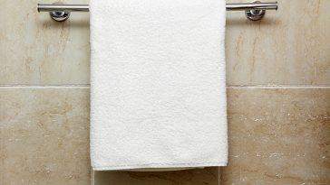 How high to hang a towel rack