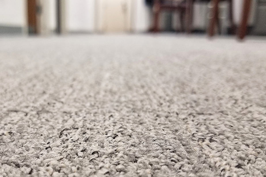 How tight should carpet be stretched?