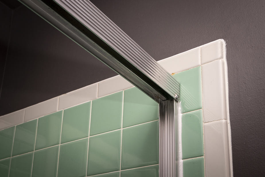 How to remove silicone caulk from shower door frame